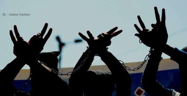 30 أسيرًا يضربون عن الطعام في سجن عوفر تضامنًا مع الأسير الأخرس