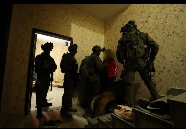 الاحتلال يقتحم منزل الأسير سامر العربيد برام الله