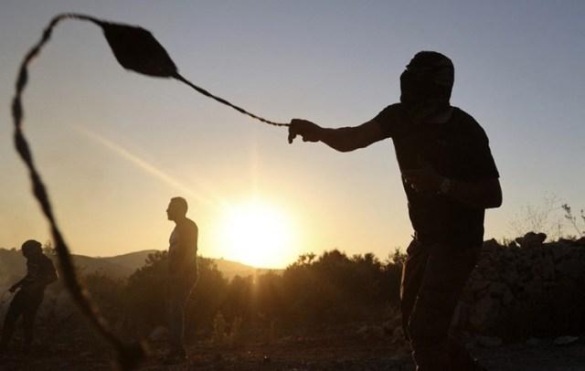 جرحى في اعتداءات المستوطنين على أهالي حي الشيخ جرّاح في القدس المحتلة