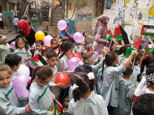 أطفال مخيم شاتيلا تنزف من جراح أطفال فلسطين