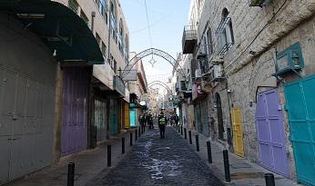 مشافي فلسطين تعاني بسبب زيادة أعداد المصابين بفيروس كورونا