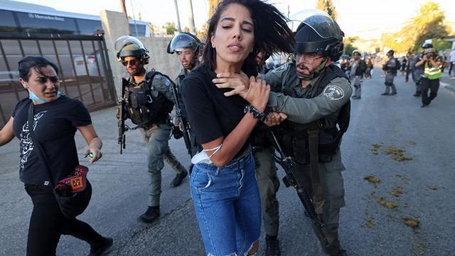 لمرأة الفلسطينية تتصدر مشهد المقاومة ضد الاحتلال
