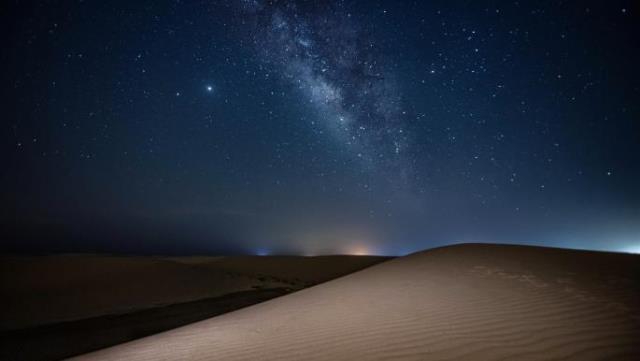 ثلاثة كواكب تلتقي القمر في سماء قطر خلال أغسطس