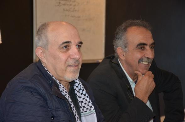 الكاتب الفلسطيني نضال حمد يوقع كتابه