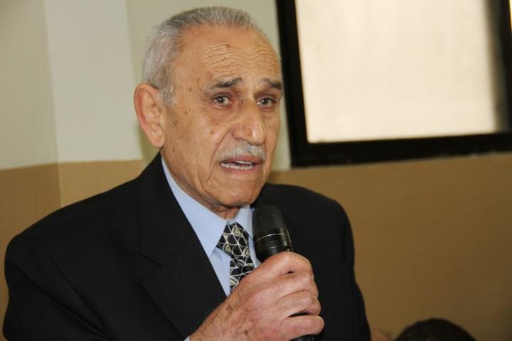 المربي محمد نمر سعدي يوقع كتابه الاول