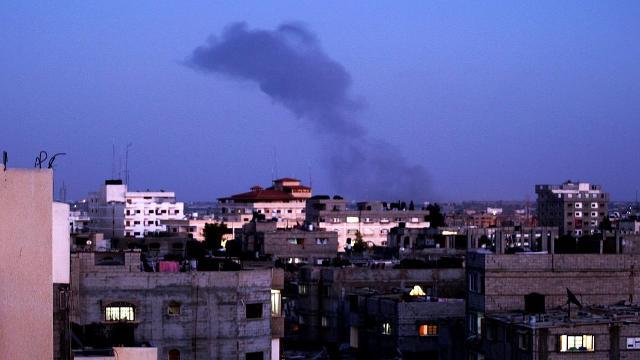 طائرات الاحتلال الإسرائيلي تقصف عدداً من مواقع المقاومة في قطاع غزة