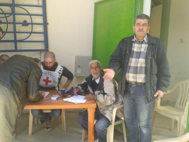 اللجنة الشعبية في البداوي توزع مساعدات بدعم من الصليب الأحمر الدولي