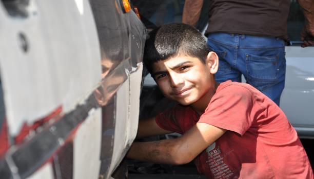 الطفل السوري ميراز لا يحب الحياة في لبنان