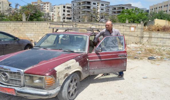 المهندس الذي يعمل سائق أجرة
