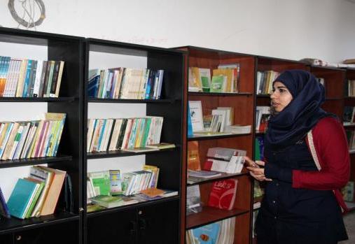 مكتبة عامة في مخيم عين الحلوة