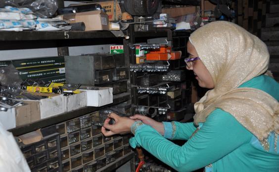 فتاة لبنانيّة في محلّ للخرضوات