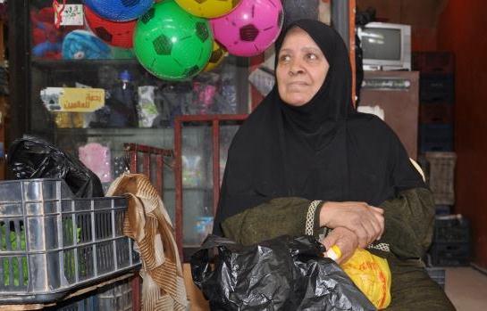 هدى عويد تبيع الخضار في مخيّم عين الحلوة