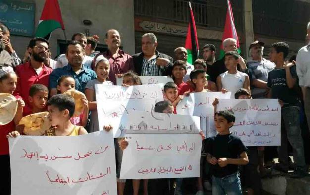 الأونروا تُناور.. واللاجئون الفلسطينيون يصعّدون تحركاتهم