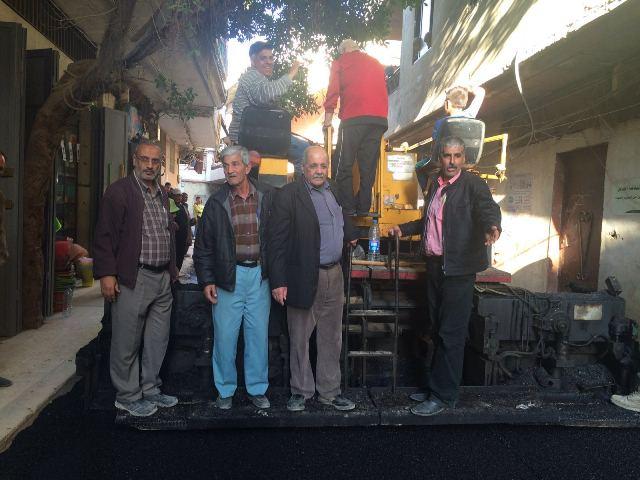 اللجان الشعبية بالتعاون مع UVDP تبدأ بتزفيت الشوارع في مخيم نهر البارد