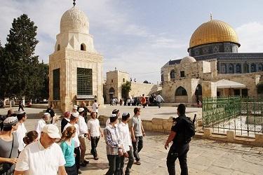 قوات الاحتلال تقتحم المسجد الأقصى وتخليه بالقوة من المصلِّين