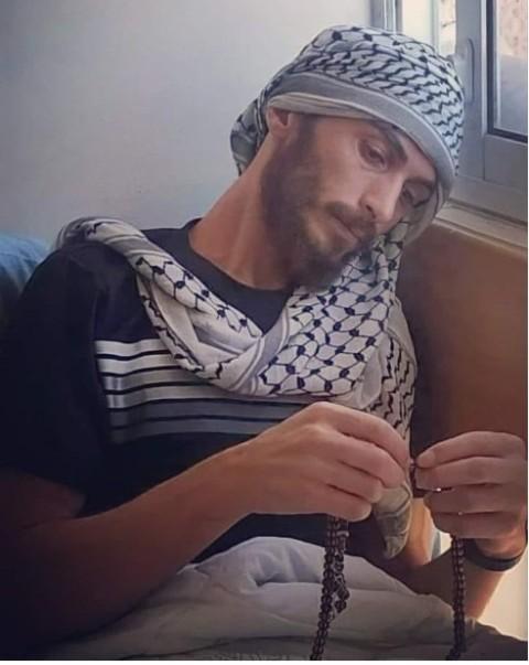 الأسير أبو عطوان يُعلن امتناعه عن شرب الماء كخطوةٍ احتجاجيّة