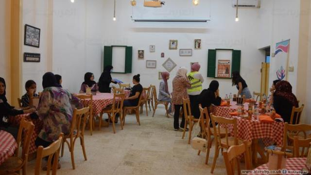 مقهى نسائي في مخيم برج البراجنة