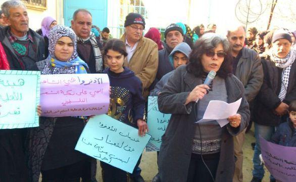هيئة المناصره الأهلية تعتصم أمام مكتب مدير خدمات مخيم نهر البارد
