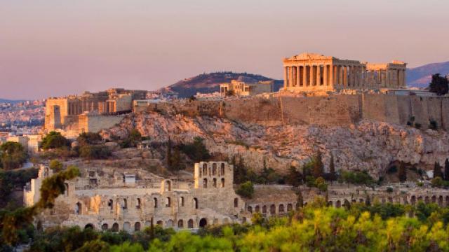 لبنان يسلّم اليونان أيقونتين بيزنطيتين مسروقتين