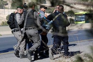 توتر في سجون الاحتلال.. و 100 جريح فلسطيني في الضفة والقدس