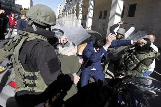الشعبية تدين اعتداء الأجهزة الأمنية على المتظاهرين في الخليل