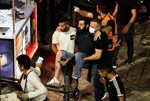 إصابات واعتقالات خلال قمع الاحتلال للمصلين بالأقصى فجر اليوم