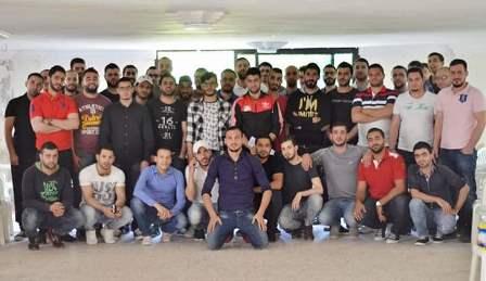اجتماع لخريجين فلسطينيين في مخيم نهر البارد.