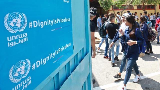 تلاميذ فلسطينيون مهددون بالتسرّب في مخيم برج الشمالي