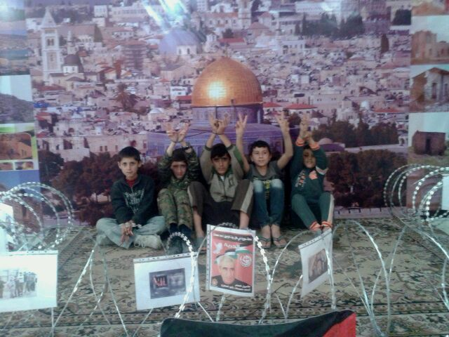 منظمة االشبيبة الفلسطينية افتتحت معرض صور لمناسبة يوم الأرض
