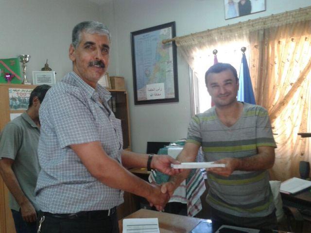 دائرة شؤون اللاجئين الفلسطينيين قدمت هدايا للطلاب المتفوقين