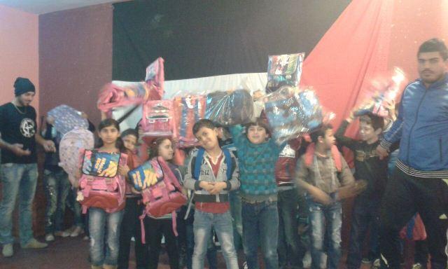 منظمة الشبيبة الفلسطينية في صور توزع حقائب مدرسية على أطفالها