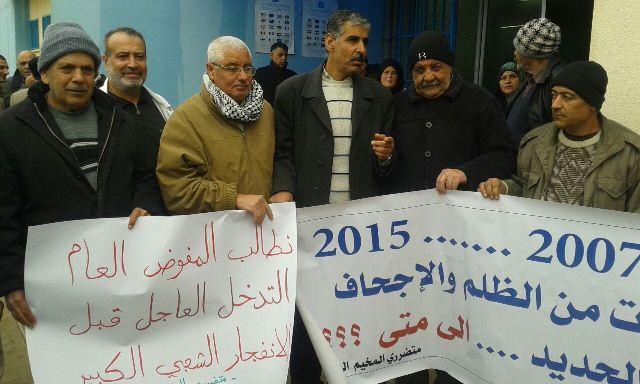 أهالي مخيم نهر البارد يعتصمون احتجاجاً على تقليص خدمات الأنروا