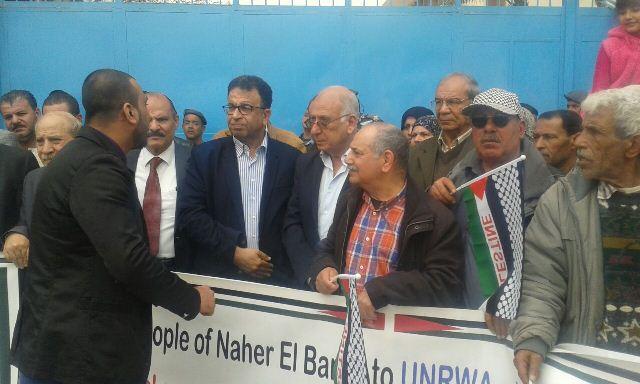 أهالي مخيم البارد اعتصموا أمام مركز الأنروا في بيروت وقدّموا مذكرة بمطالبهم