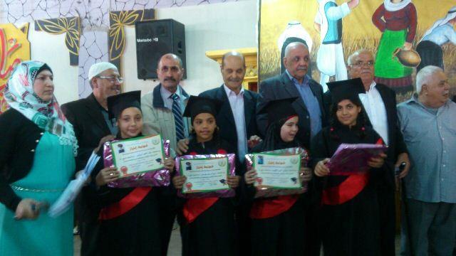 مدرسة غزة الابتدائية كرمت طلابها المتفوقين