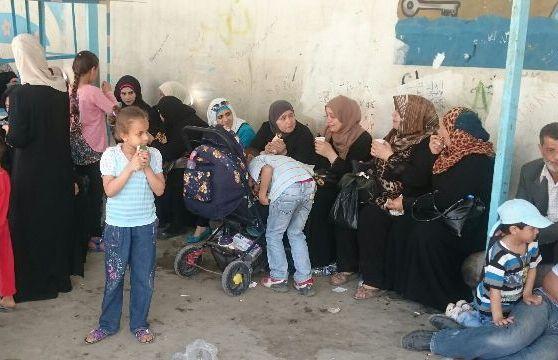 اعتصام للنازحين السوريين بسبب تقليصات خدمات الأونروا