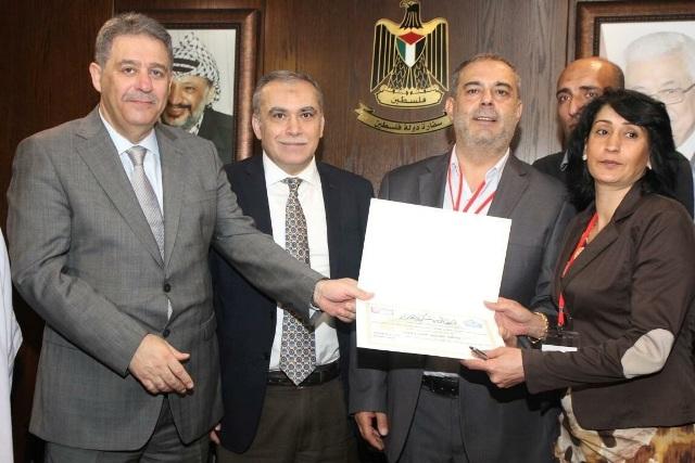 شهادتا تقدير لمنظمة لمنظة الشبيبة ولجان المرأة في بيروت