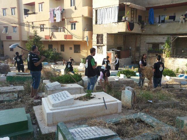 منظمة الشبيبة الفلسطينية في البداوي قامت بتنظيف مقبرة المخيم