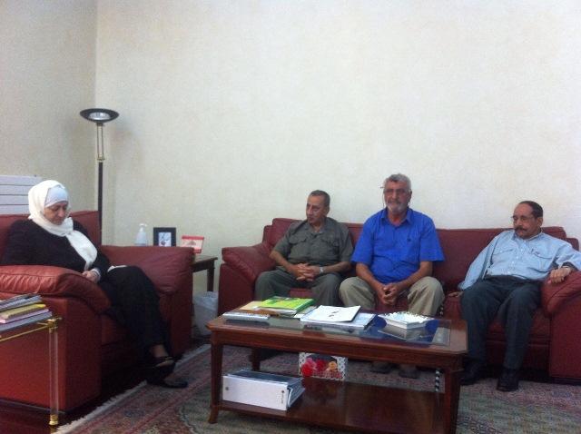الاتحاد العام لنقابات عمال فلسطين في لبنان يقدم درعاً تكريمياً للنائب بهية الحريري