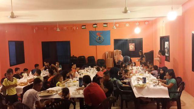 الشبيبة الفلسطينية تقيم حفل افطار وعرض فيلم