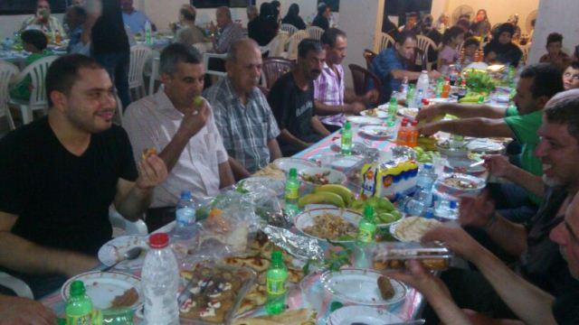 حركة فتح تقيم مأدبة افطار في مخيم نهر البارد