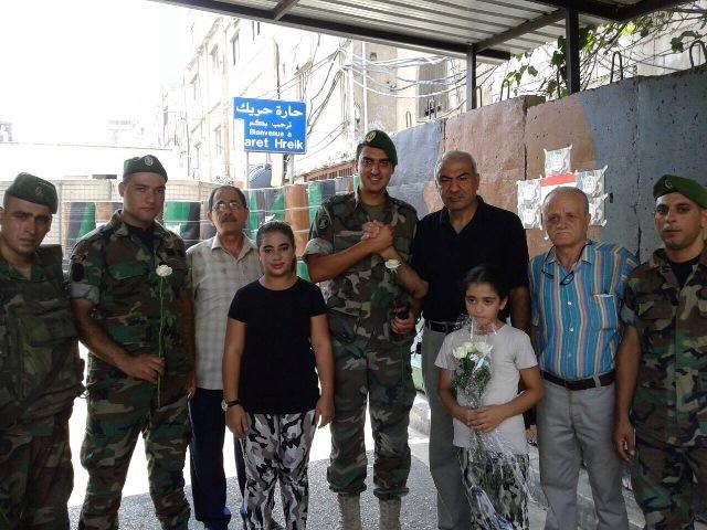 اللجنة الشعبية في مخيم برج البراجنة قدمت الورود للجيش اللبناني