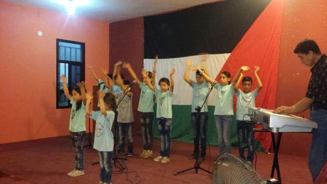 فرقة لبنان لتنمية المواهب تحيي حفلا غنائيا في مخيم البرج الشمالي