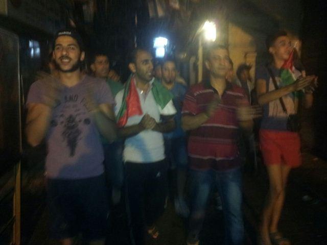 مسيرة ليلية في مخيم شاتيلا نصرة لفلسطين