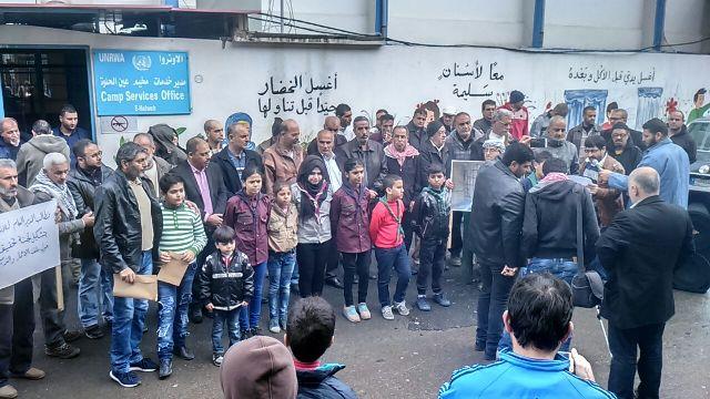 اعتصام في مخيم عين الحلوة لاصحاب البيوت المتصدعة والايلة للسقوط