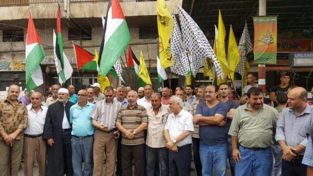 وقفة تضامنية في مخيم البداوي مع المرابطين في المسجد الأقصى
