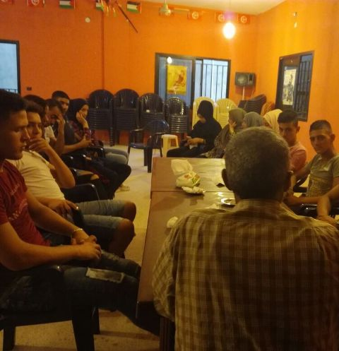 ندوة سياسية في مركز الشباب الفلسطيني برج الشمالي