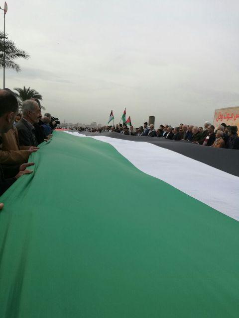 علم فلسطين يرفرف في أجواء مدينة صور