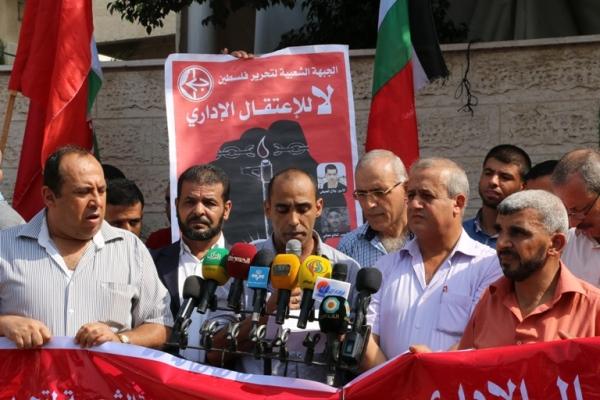 الشعبية في غزة تنظم وقفة داعمة ومساندة للأسرى المضربين