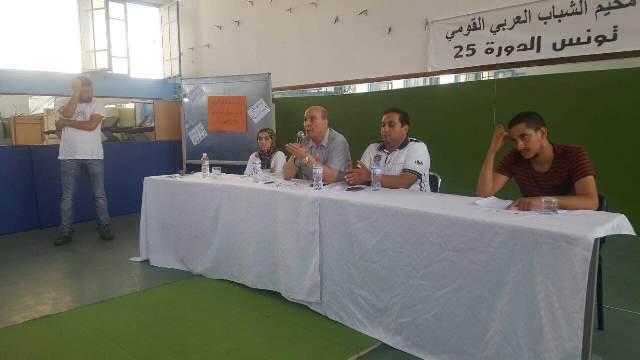 الدكتور ماهر الطاهر يلقي كلمة المخيم المنعقد في تونس.