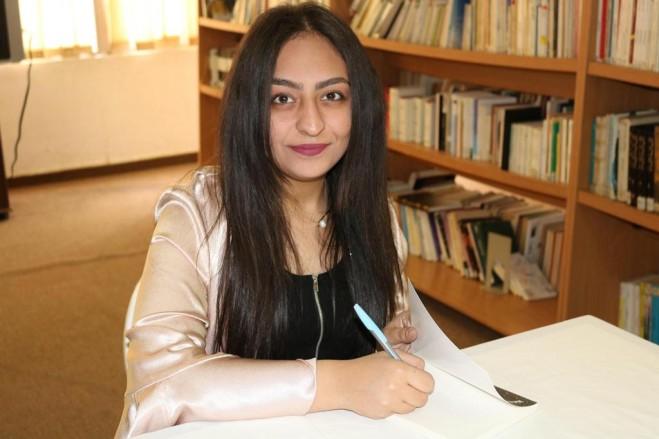 مي باسم شريدي توقع كتابها في مركز معروف سعد الثقافي